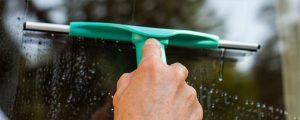 EnergieReich Raumpflege - Ihre ökologische Raumpflege - Nürnberg, Fürth, Erlangen - Ökologisches Reinigen, Öko Reinigungsmittel, Schonende Reinigung von Oberflächen, Reinigungsmittel für Allergiker, Werterhaltende Reinigung, Raumklima, Babyhaut reinigen, Energetisches Reinigen, Gemeinwohl-Ökonomie, Asthma, Lichtmatrix, Butzwasser, Menschenwasser, Tierwasser, Marilena Pal - Slidbild